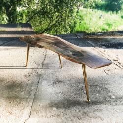 GLEIPNIR stolik z drzewa orzechowego na złotych nóżkach