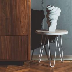 YGGR stolik z drewna jesionu na czarnej lub białej ramie