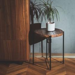 ANSGAR stolik z odzyskiwanych desek na czarnej ramie